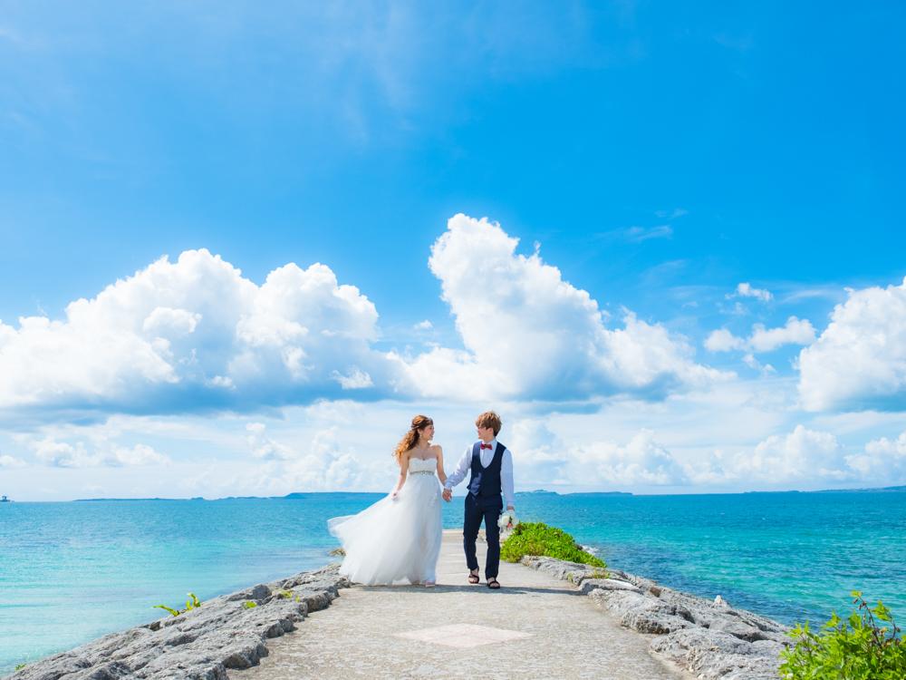 【撮影レポート】澄み渡る青空!!沖縄感100%なウェディング撮影♡